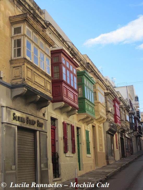 Típicas sacadas de madeira de arquitetura maltesa