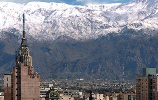 Mendoza e a bela Cordilheira dos Andes. Foto: Argentina4U