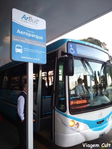 Esse é o ônibus e o ponto de saída do Aeroparque