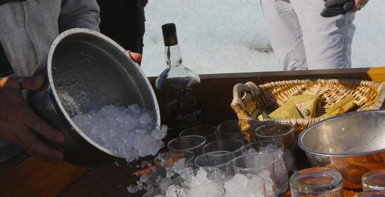 Alfajo e whisky pra ajudar a esquentar