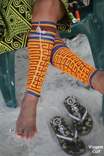 Detalhe dos enfeitos coloridos dos Kunas