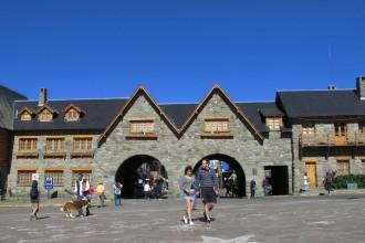 Entrada ao centro cívico de Bariloche
